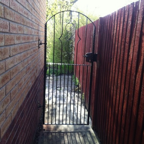 Side Gate